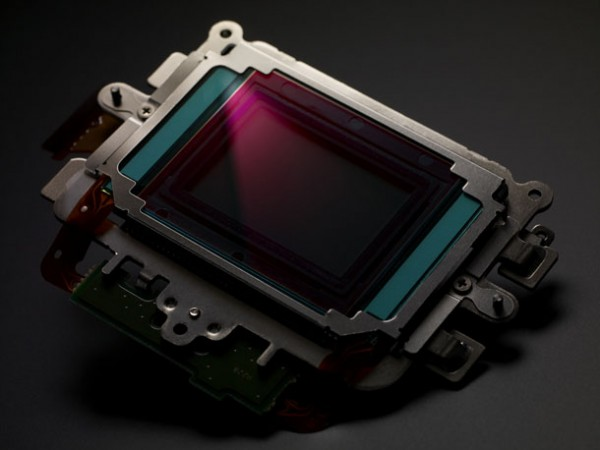 Ever wanted to know how a Canon DSLR CMOS sensor works?
